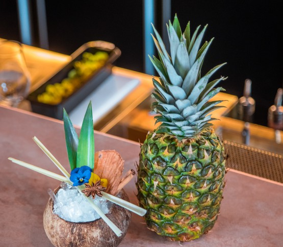 cocktail kokosnoot en ananas, cocktail coconut and pineapple